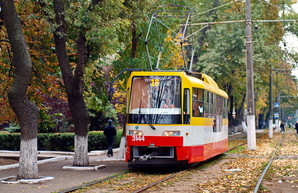 Фото дня: одесские трамваи в ярких красках осени
