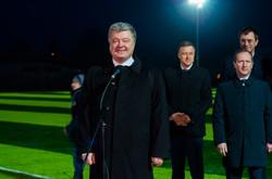 Как Порошенко под Одессой открывал новый стадион при свете фонарей (ФОТО)