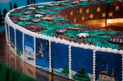 Как одесситов на Рождество угощали огромным пряничным тортом (ФОТО)
