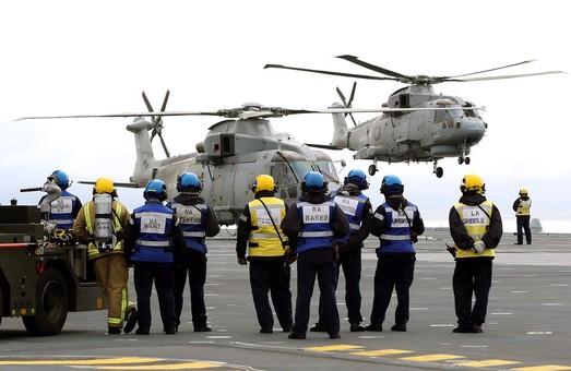 Британский авианосец идёт на летные испытания
