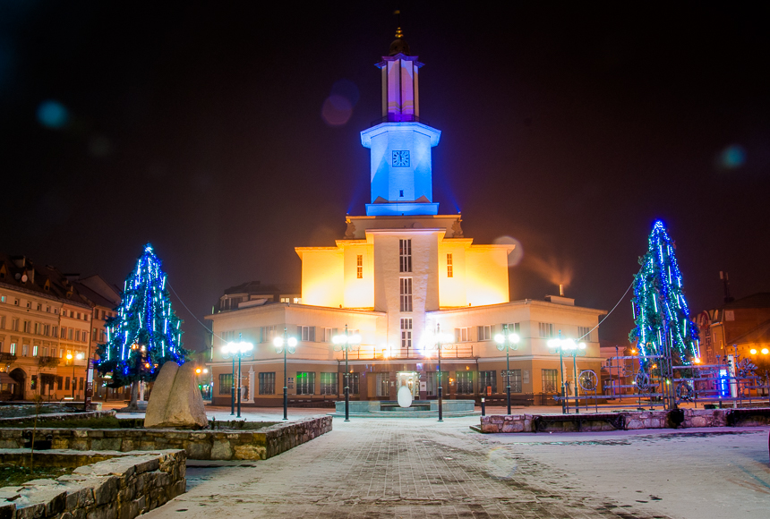 "Результат пошуку зображень за запитом ""Франківськ ратуша зима"""