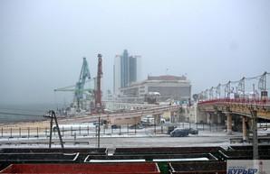 Из-за тумана морской порт и аэропорт Одессы работают с перебоями