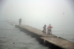 Одесское побережье целый день укрывает туман (ФОТО)