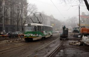 Ремонт теплотрассы спровоцировал пробки в Одессе около Куликова поля (ФОТО)