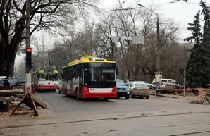 Одесские автобусы снова меняют маршруты из-за ремонта теплотрассы на Канатной