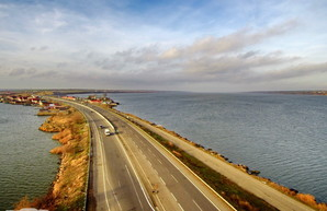 Недобросовестные подрядчики будут ремонтировать дороги Одесской области за свой счет