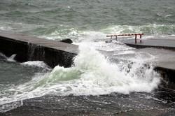 У берегов Одессы бушует море (ФОТО, ВИДЕО)