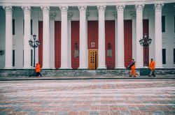 Весна в Одессе: на заснеженный город надвигается новая метель (ФОТО)