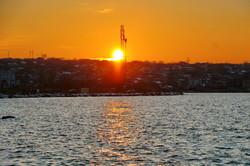 Над заснеженной окраиной Одессы фантастически заходит солнце (ФОТО)