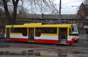После зимы в Одессе собрали очередной новый трамвай (ФОТО)