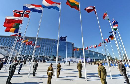 НАТО сократит сотрудников российского представительства при альянсе