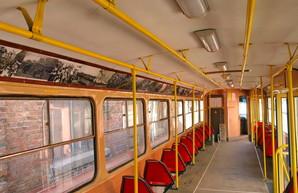 На улицах Одессы появился трамвай-фотогалерея