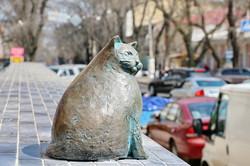 В Одессе установили памятник самой толстой кошке Базарине (ФОТО)