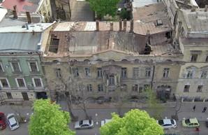 В знаменитом доме Гоголя в Одессе рухнула крыша (ФОТО)