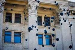 В Одессе на Куликовом поле запустили траурные шарики (ФОТО)