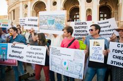 Одесситы шуточно митинговали за снос Оперного театра (ФОТО)