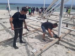 В Одессе активисты снесли пляжный нахалстрой на 10-й станции Фонтана (ФОТО)