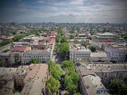 Уходящий в сторону вокзала зеленый коридор улицы Ришельевской