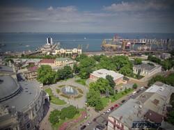 Театральная площадь и панорама порта