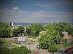 Театральная площадь с фонтаном