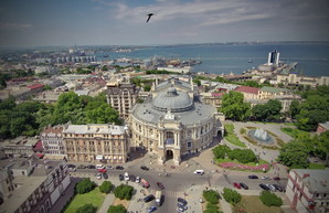Дерибасовская угол Ришельевской: роскошная июньская Одесса с высоты (ФОТО)