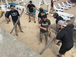 Активисты снесли забор на одесском пляже Отрада (ФОТО)