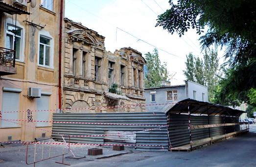 В центре Одессы сносят старый дом - бывший памятник архитектуры (ФОТО, обновлено)
