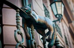В Одессе появилась скульптура офисного кота  (ФОТО)