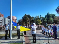 В Одессе торжественно подняли флаг Украины около облсовета (ФОТО, ВИДЕО)