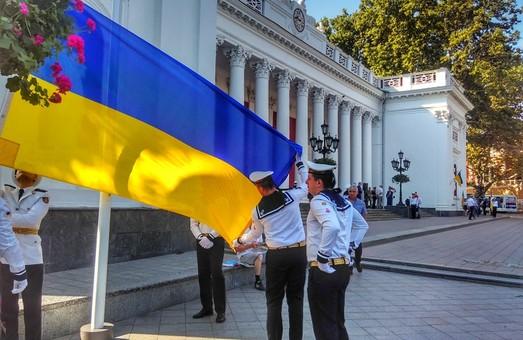 В Одессе на Думской подняли флаг Украины: Труханов произнес речь на украинском языке (ФОТО, ВИДЕО)