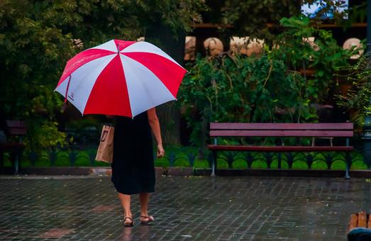 В Одессу пришла осень: в городе пасмурно и дождливо (ФОТО)