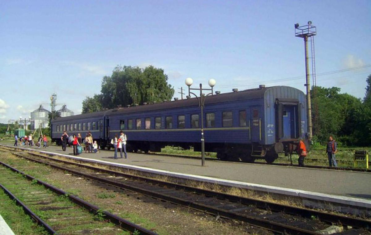 пасажирський поїзд Київ-Гусятин