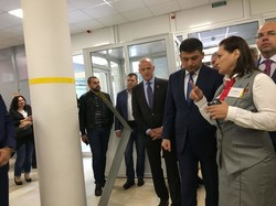 Гройсман в Одессе осмотрел новый центр админуслуг (ФОТО)