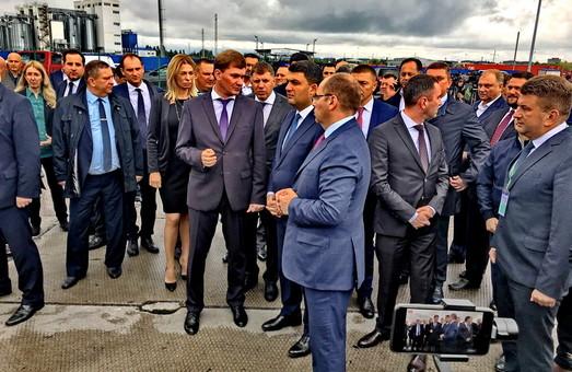 Гройсман в Одессе ознакомился с работой обновленной таможни в порту (ФОТО)