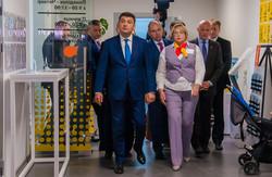 Что Гройсман успел в Одессе: взлетка, админуслуги, сухой порт, больница и наезд на рейдеров (ФОТО)