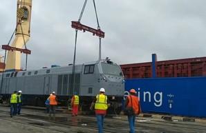 Первый американский тепловоз для Украины выгрузили с судна в порту Черноморск (ФОТО, ВИДЕО)