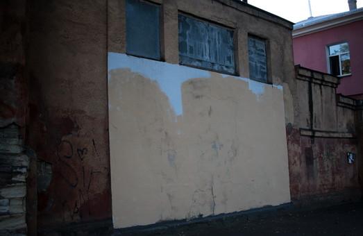 """В Одессе появилась своя """"стена срача"""" вместо стрит-арта (ФОТО)"""