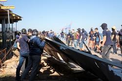 Как на Ланжероне под грохот взрывов забор вокруг нахалстроя сносили (ФОТО, ВИДЕО)