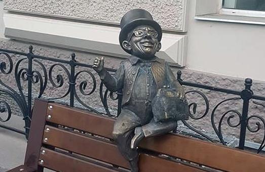 В центре Одессы появилась статуэтка банкира (ФОТО)