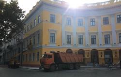 В Одессе завершается реставрация полуциркульного здания около Дюка (ФОТО)