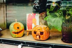 Страшные витрины украсили Одессу накануне Хэллоуина (ФОТО)