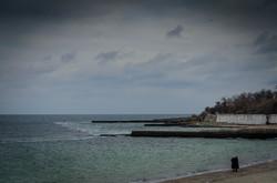 Зимнее море и пустынные пляжи в Одессе (ФОТО)