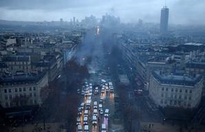 Следы Кремля на Елисейских полях горящего Парижа
