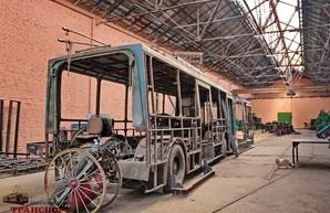 Как в Одессе старые троллейбусы превращают из сочлененных в одиночные (ФОТО)