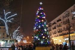В Одессе Дерибасовская и Горсад зажглись огнями (ФОТО)