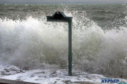Жестокий зимний шторм обрушился на Одессу (ФОТО, ВИДЕО)