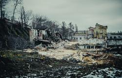 В Одессе сносят корпуса бывшего судоремонтного завода: территория уйдет под застройку (ФОТО)