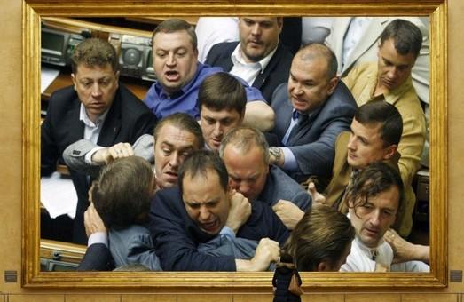 Топ 11 лучших драк украинских депутатов (ВИДЕО)