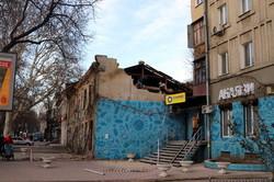 В Одессе разбирают развалины на улице Екатерининской (ФОТО)