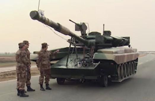 Армия Китая тренируется жечь российские Т-90